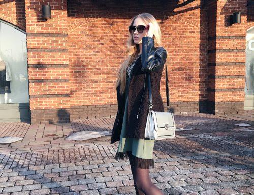 Zielona sukienka mini z koronką i czarna kurtka – zestaw od Kasi